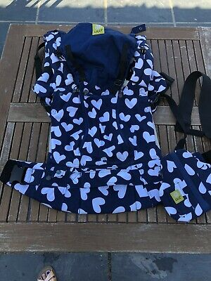Lillebaby Complete 6 In 1 Baby Carrier Navy Heart Print. Very Good Condition.