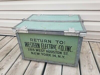 VINTAGE 1950's WESTERN ELECTRIC GREEN METAL FIBERGLASS CRATE / NEW YORK, NY