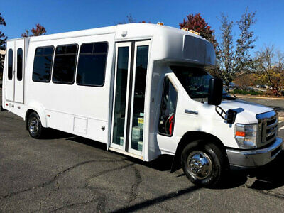 Reconditioned Wheelchair Shuttle Bus 6.8L V-10 Gas Power Up to 5 Wheelchairs