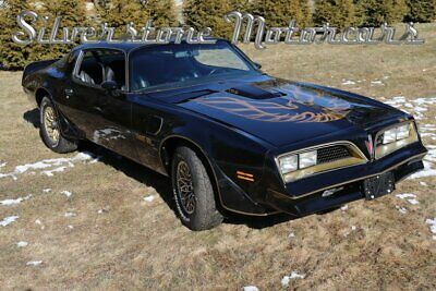 1977 Pontiac Trans-Am  1977 Black and Gold Bandit Tribute 400cid Automatic desirable great overall car