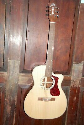 Guild OM-140CE Acoustic-Electric Steel String Cutaway Orchestra Guitar w/Case