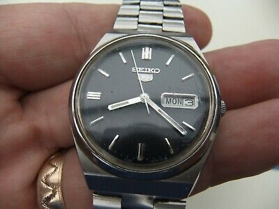 Vintage Seiko 5 Stainless Steel Automatic 17 Jewels Watch 6309-8930