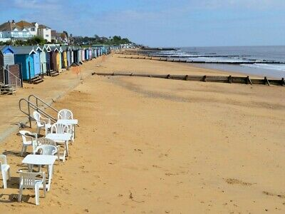 Holiday house for seaside day out at Walton on the Naze. 3 mins from beach.