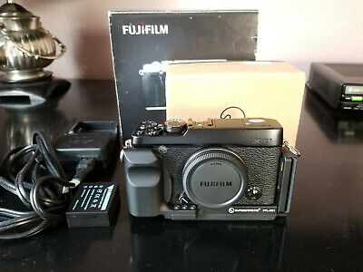 Fujifilm X Series X-E1 Digital Camera + L-Bracket Grip - (Body Only)