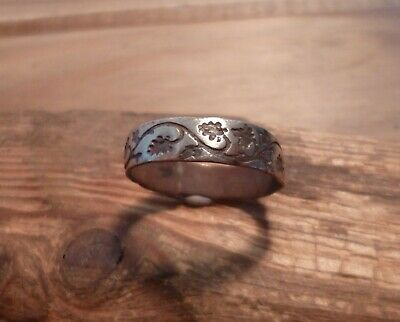 Lovely Post Medieval Bronze Ring With Foliate Design-Metal Detecting Find