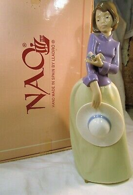 LLADRO/NAO   Pretty Elegant young Lady with a little bird on her hand   BOXED