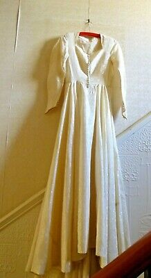 Exquisite 1970s Vintage Silk/Embroidered Wedding Gown  - Size Small