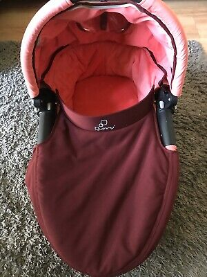 Quinny Dreami Carrycot  fits Buzz Xtra Buzz Moodd with Raincover