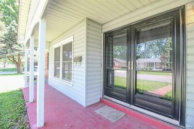 3 BR 2 Bath House Double Front Doors 5 Mi. from St. Louis See Video Walkthrough