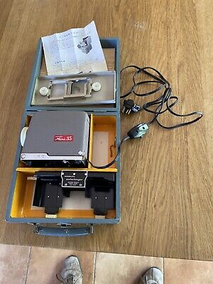 Vintage Slide Projector - Minolta Mini 35 slide projector Set and case