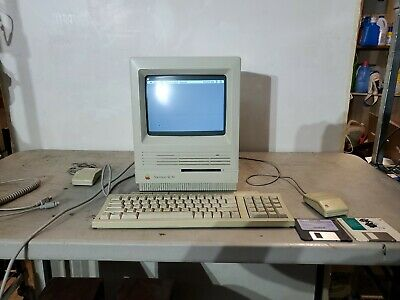 Apple Macintosh Se/30 Computer With Keyboard & Mouse