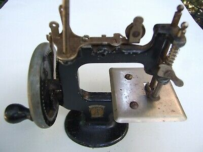 Vintage  Toy Sewing Machine  Peter Pan Model Made In Australia Hand  Cranked