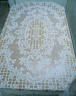 Julia Tablecloth 70 Inch Round Ivory Lace Tablecloth Oxford House NWOT