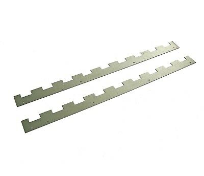 4 Castellated frame spacers (2 pairs) holding 9 frames