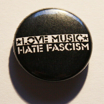 Love music - hate fascism Button / Badge Antifa Punk Pin Anstecker Musik Metal