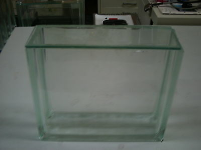 TLC glass chamber for thin layer chromotography with lid.