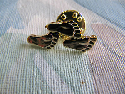 "Footprints in Sand Pin From famous poem. 1"" Gold  plate"