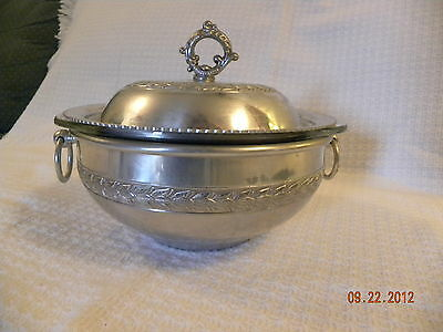Vintage 1 1/2 qt Aluminum Bowl with Lid and Pyrex Insert