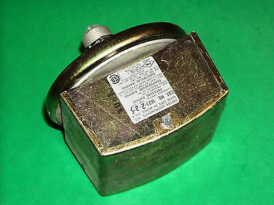 "Dwyer 1823-2-2-S Series 1800 Pressure Switch +0.5"" to 2.0"" New"