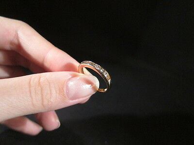 Beautiful 9ct solid yellow gold & diamond ring