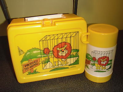 """Vintage Very RARE! LION """"Don't Feed The Animal"""" Plastic Lunchbox W/Thermos (K&J)"""