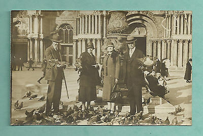 1926 Rp Postcard - Well Dressed Family Feeding Pigeons Milan Italy