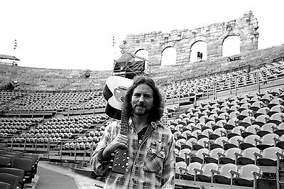 Eddie Vedder 8X10 Glossy Photo Picture