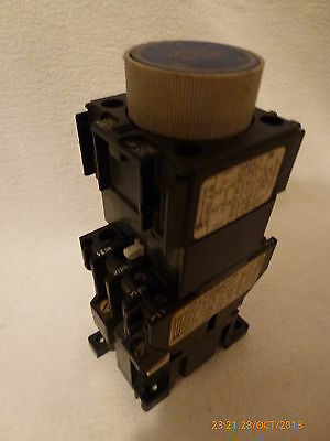 Telemecanique LC1-D099 and LA2-D22 A65 Travail On Delay 0.1-30s Timer Used