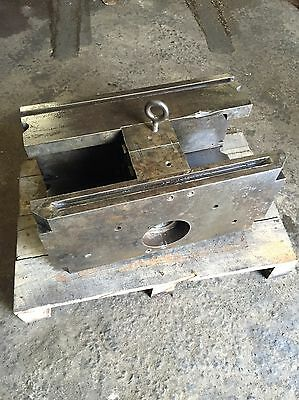 DME 10 x 12 Double Unit Holder Aluminum Die Casting With Machine And Die Clamps