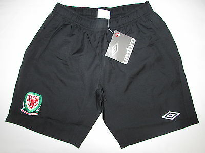 Boys Umbro Wales Football Training Shorts Size Xlb 13Yrs  /26-27 Inch Waist Bnwt