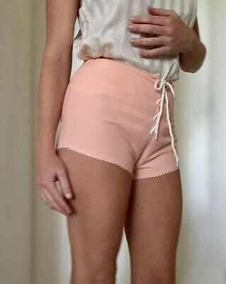 Vintage High Waisted Lace Up Shorts. Toronto Melbourne Size 10. B 32