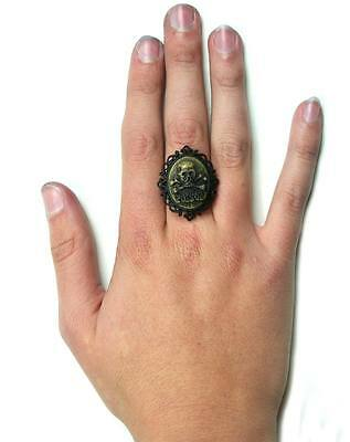 Too Fast Cameo Poison Ring (B1C)