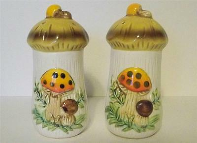 2 Vtg Sears RoeBuck 1977 Embossed Merry Mushrooms Salt Pepper Spice Shakers