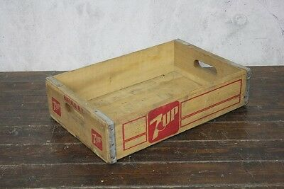 VINTAGE WOODEN US 7 UP SODA CRATE 70s RETRO TRUG BOX #540
