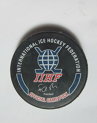 IIHF INTERNATIONAL ICE HOCKEY FEDERATION GUFEX OFFICIAL CZECH GAME PUCK signed