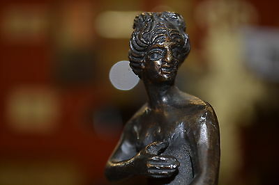 Early 20th century Art Deco bronze of naked lady in classical pose, c1910