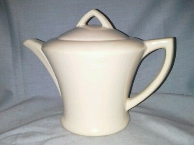 1943 McCoy 4 cup tea pot beige art pottery USA with lid very nice smooth lines