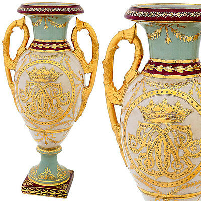 VASE A BALUSTRE 34cm  EN PORCELAINE DOREE ROYAL ARMOIRIES RECIPIENT URNE