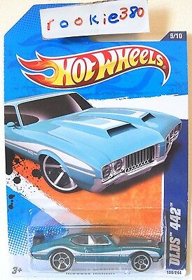 2011 Hot Wheels #109 MUSCLE MANIA * OLDS 442 * MF TEAL EXCLUSIVE HW BANNER