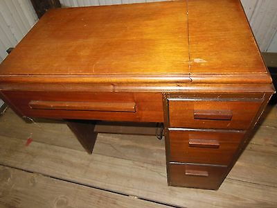 VINTAGE EARLY 1950'S SINGER 301 SEWING MACHINE WITH HIDE A WAY CABINET