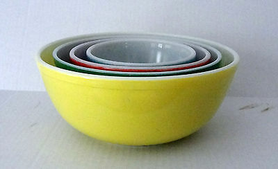 Vintage - Fab 50's Pyrex Glass Nesting Mixing Bowls
