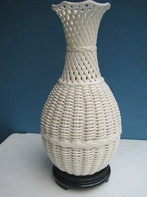 Exquisite Chinese Dehua porcelain vases handmade hollow