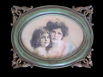 Antique Victorian Style Picture Frame 5 x 7 Oval ~  Mint Condition !