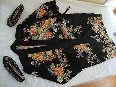 Vintage HAND EMBROIDERED SILK KIMONO DRESSING GOWN ROBE & Shoes size 6 1/2 about