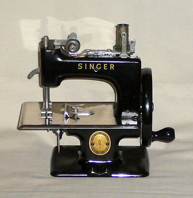 Vintage Singer Sewhandy Model 20 Miniature Child Sewing Machine case book access