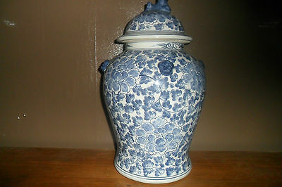 CHINESE BLUE AND WHITE LARGE PORCELAIN VASE AND COVER VINTAGE 17' high