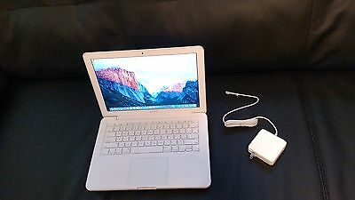 "Apple MacBook White 13"" a1342. 250GB HDD 4GB Ram 2.26 GHz LATEST MAC OS. WebCam."