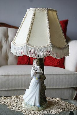 Tengra Porcelain Figurine Lady with Dove Lamp, Valencia, Spain