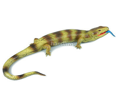 AAA 22244R Blue-Tongued Skink Lizard Looking Right Toy Reptile Replica - NIP