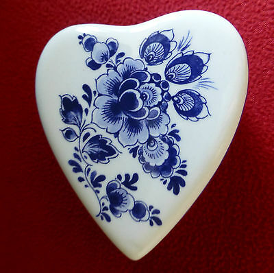 DELFT Blue - Heart Shaped Trinket Box decorated with Flowers